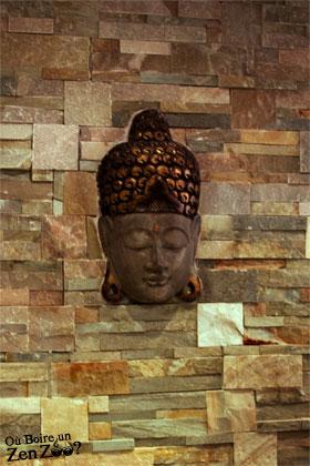 élement de décoration typé sud est asie. visage qui respire le zen